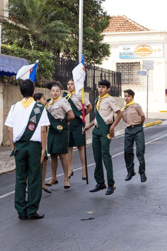 Autoridades e população comemoram a independência do Brasil