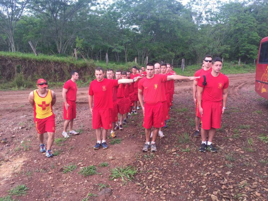 Curso de Guarda-Vidas realiza exercício de salvamento aquático em Ribeirão Claro