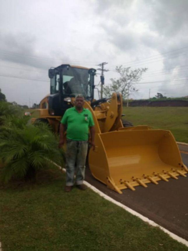 Mario Pereira recebe nova Pá Carregadeira após 21 anos
