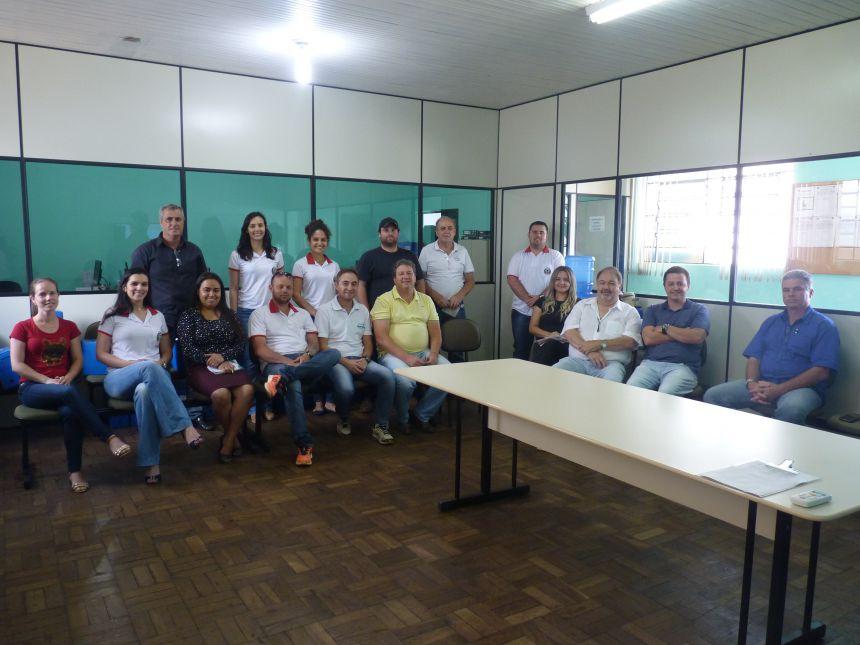 Prefeitura de Ribeirão Claro realiza encontro sobre compras públicas