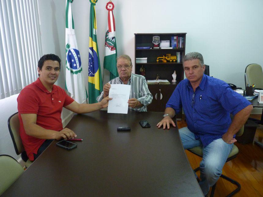 RIBEIRÃO CLARO RECEBE EMENDA PARLAMENTAR PARA PAVIMENTAÇÃO ASFÁLTICA, MELHORIAS NA SAÚDE E NO ESPORTE.