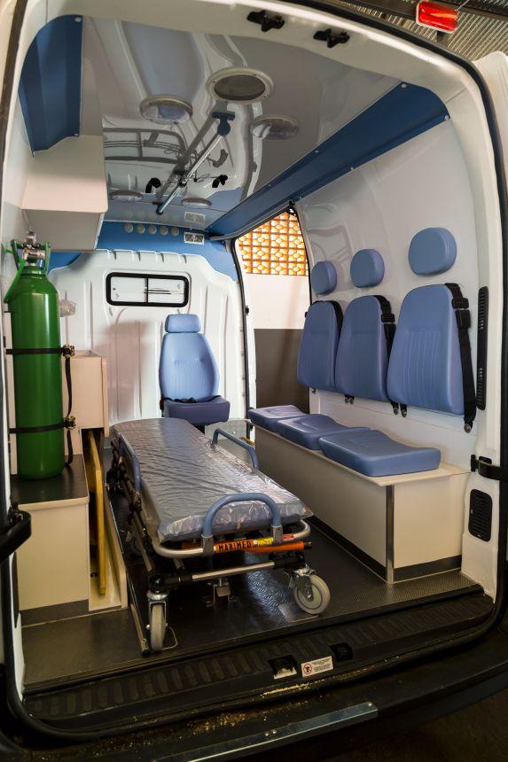 Mario entrega nova ambulância para Secretaria de Saúde