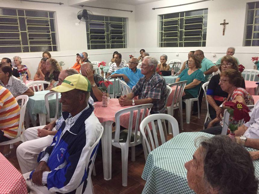 Idosos do Grupo Conviver participam de jantar de encerramento