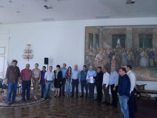 Ribeirão Claro recebe mais dois veículos em doação do Governo do Estado
