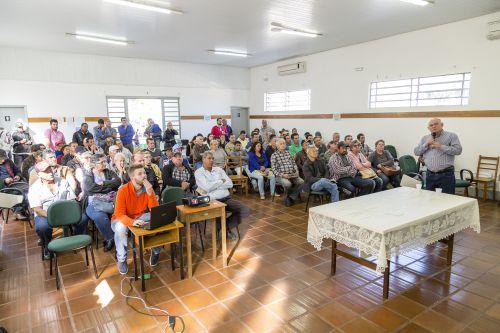 Audiência pública inicia Pró Rural em Ribeirão Claro