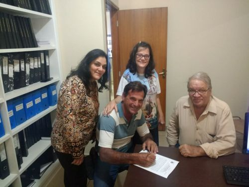 Mario formaliza doação de terreno para construção de nova escola municipal
