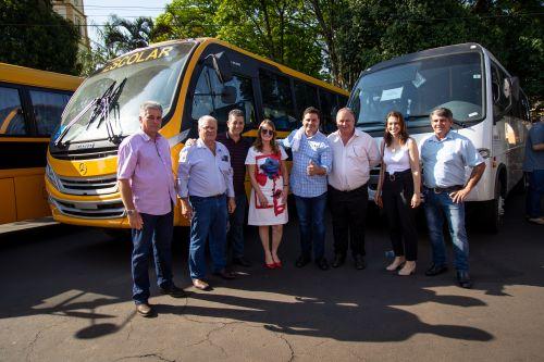 Autoridades entregam 4 ônibus e recursos para Santa Casa