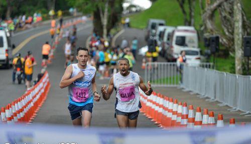 Carlos Beltramo chega em 2º lugar em Maratona Internacional de Foz do Iguaçu