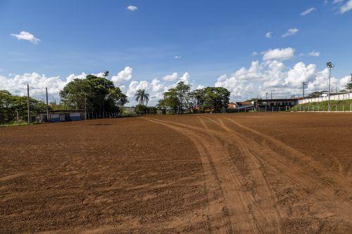 Secretária esclarece cronograma da restauração do gramado do Estádio Municipal Pérola do Norte