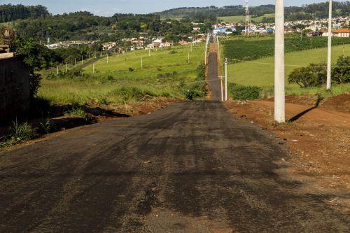 Prefeitura nivela rua de acesso ao distrito industrial