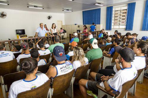 Atletas ribeirão-clarenses da canoagem e futebol recebem homenagem