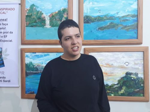 Projeto de professora de artes revela talento de aluno autista de Ribeirão Claro