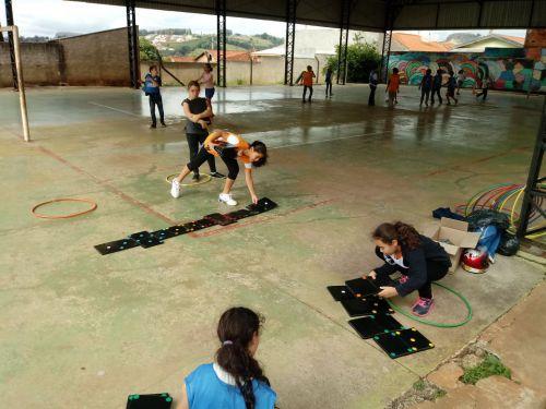 Projeto promove atividades esportivas e lúdicas com crianças e adolescentes de Ribeirão Claro