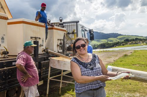 CTG Brasil solta 50 mil mil peixes no Balneário da Cachoeira