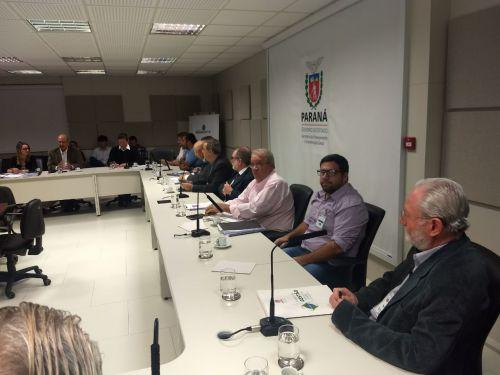 Prefeitos e equipe técnica do projeto Angra Doce se reúnem em Curitiba