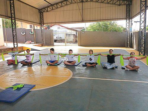 Projeto Cross Kids leva pilates a 35 crianças em Ribeirão Claro