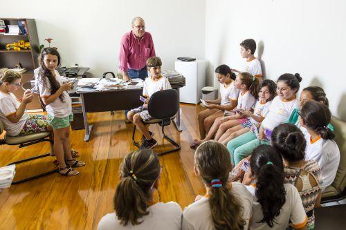 Coral Municipal lança novo CD e faz apresentação especial para prefeito