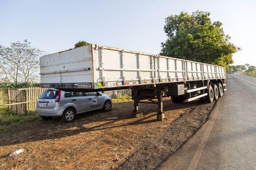Carreta, cavalo mecânico e 170 pneus chegam à Ribeirão Claro