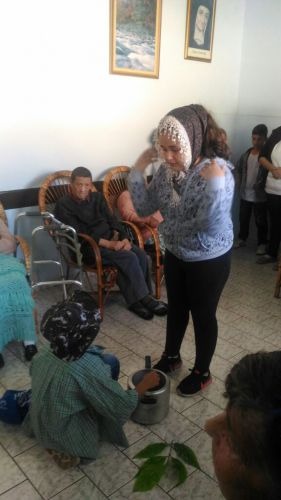 Alunos da Escola Jovira encenam peça para idosos do Asilo São Vicente de Paula