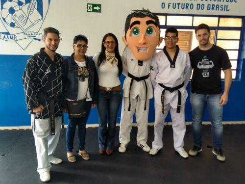 Alunos de projeto esportivo de Taekwondo participam de exame de faixa