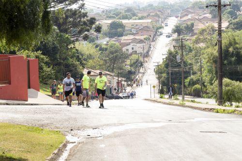 7ª Caminhada Internacional na Natureza reúne 80 participantes em Ribeirão Claro