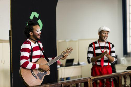 Teatro fecha programação sobre coleta seletiva em Ribeirão Claro