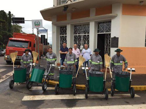 Empresa contratada inicia trabalhos de varrição terceirizada em Ribeirão Claro