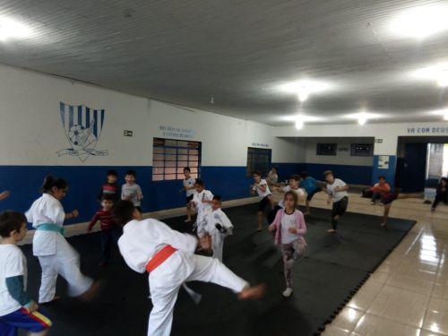 Projeto disponibiliza aulas gratuitas de Karatê em Ribeirão Claro