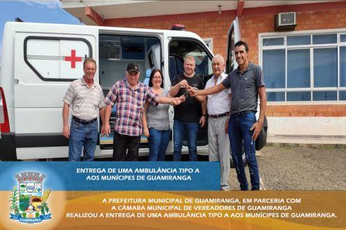 ENTREGA DE UMA AMBULÂNCIA TIPO A AOS MUNÍCIPES DE GUAMIRANGA.