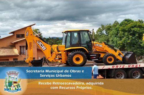 Secretaria Municipal de Obras e Serviços Urbanos recebe Retroescavadeira, adquirida com Recursos Próprios.