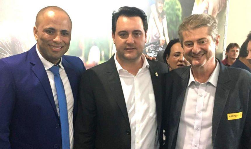 Prefeito Nelinho esteve em Curitiba em evento com o Governador Ratinho Junior e o Deputado estadual Do Carmo.
