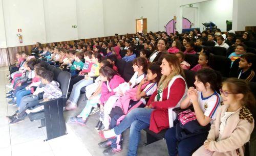 Teatro da Copel ensina sobre uso seguro da energia para estudantes de Iguaraçu
