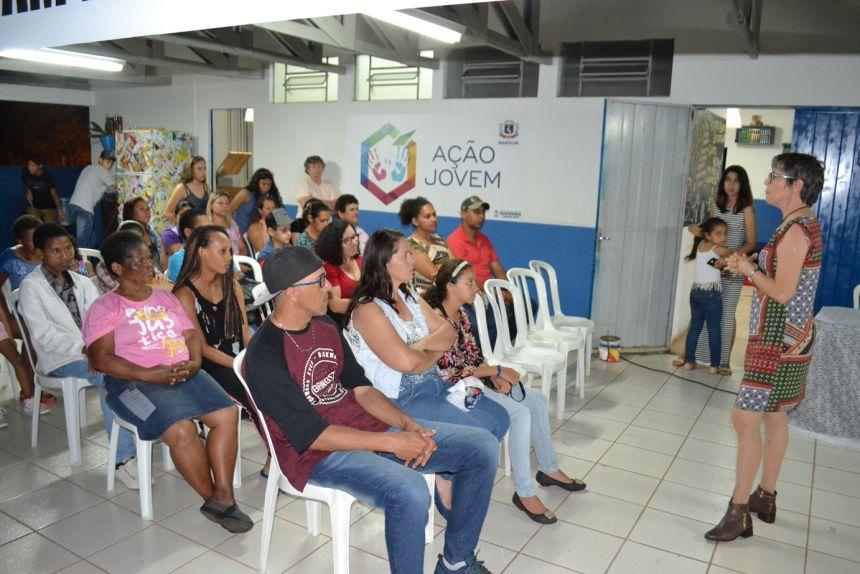 Nutricionista Lurdes Navarro fala ao público sobre reaproveitamento de alimentos