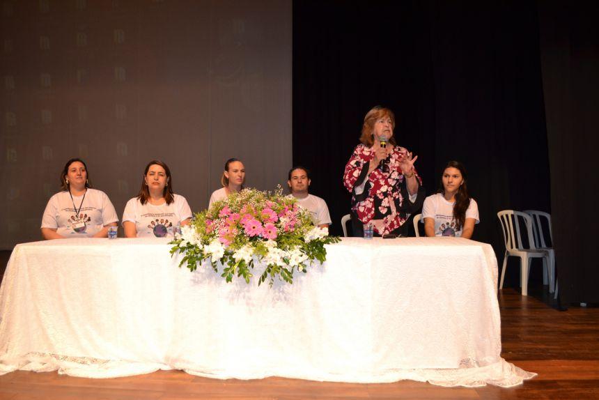 A vice-prefeita Antonieta Bellinati Perez discursa no evento