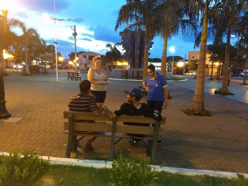 CREAS realiza abordagem social em praças de Marialva