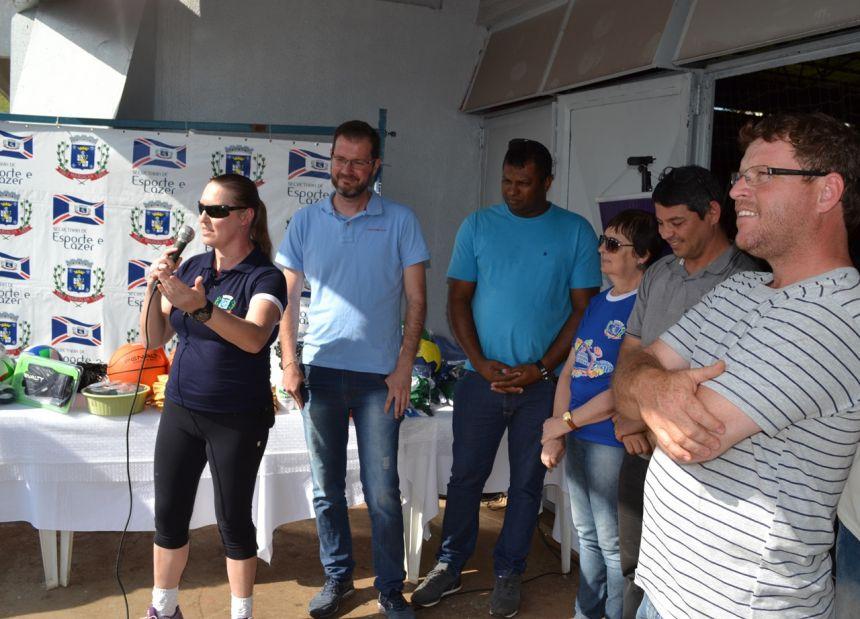 Professora de vôlei Denise Regina Dall Pizzol agradeceu pela van.