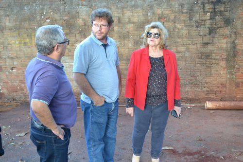 Superintendente da Saema, Luiz Stefano, prefeito Victor Martini e vice Antonieta Bellinati acompanham as obras