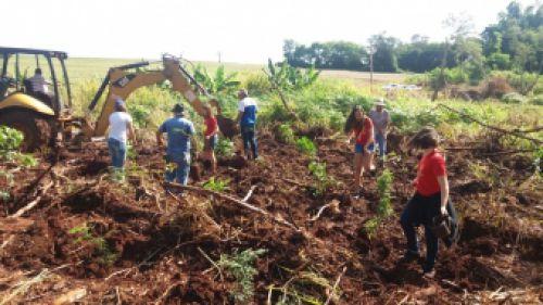 Projeto realiza plantio de aproximadamente 250 mudas de árvores
