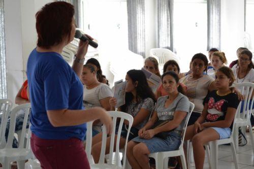 CRAS realiza orientações a beneficiários do Bolsa Família