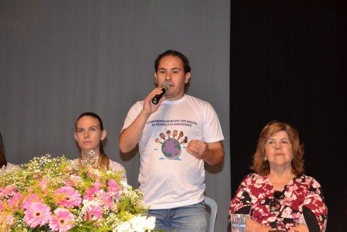 O presidente do CMDCA declara aberta a Conferência