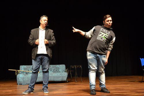 O relacionamento pai e filho é tema de peça teatral