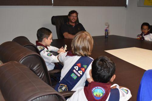 Aventureiros de Marialva se reúnem com prefeito sobre plantio de árvores
