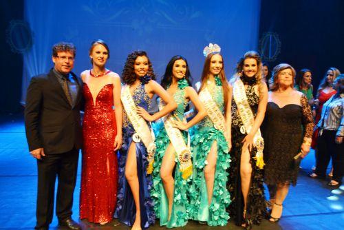 Concurso da Rainha da Uva é realizado no Cine Teatro