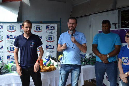 O secretário de Esporte e Lazer, Maikon Parpinelli, discursa no evento.