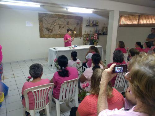 Projeto Alongão conscientiza sobre o câncer de mama