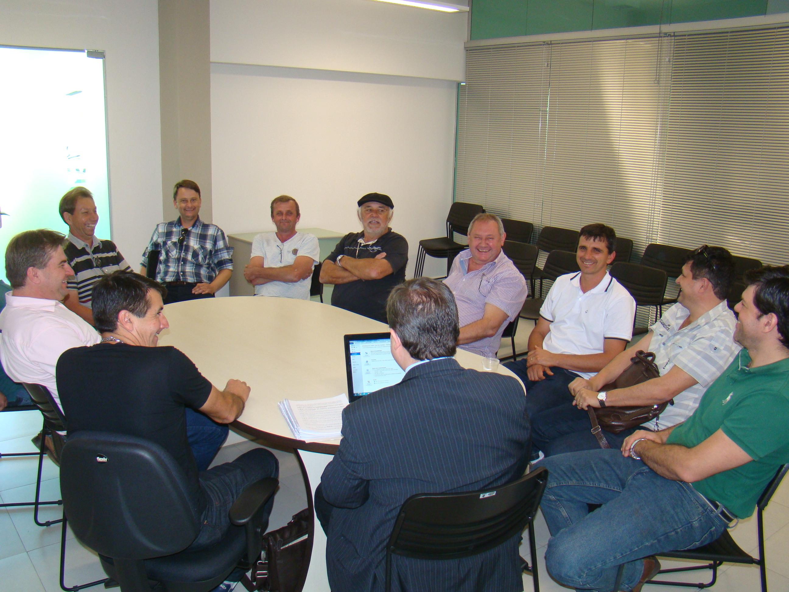 Vereadores reunidos para vota��o de quem integrou a CEI