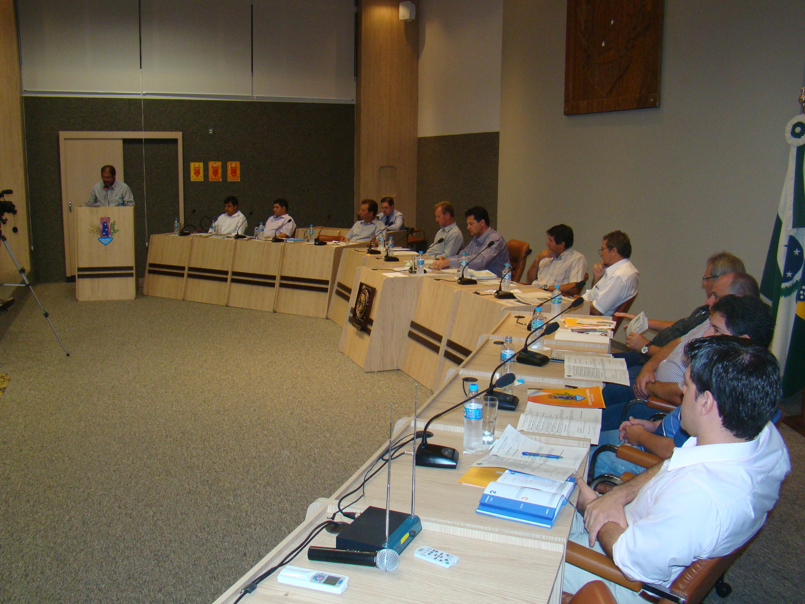 Vereadores acompanharam explana��o do prefeito e apresentaram Indica��es e Requerimentos.