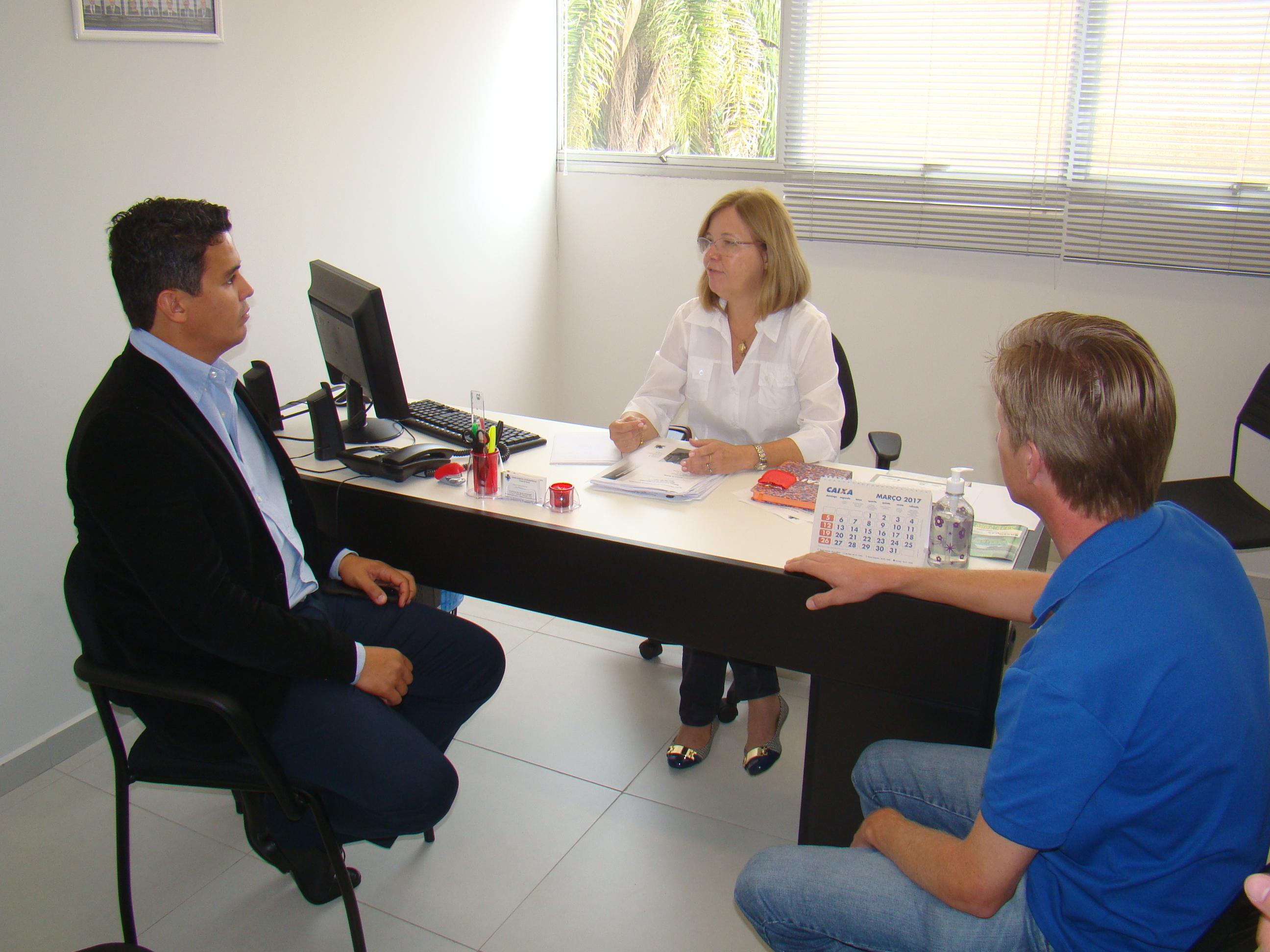 Deputado Diego Garcia reuniu-se com a Vereadora Soraia e representante do PHS, Tarc�sio Kraiczek
