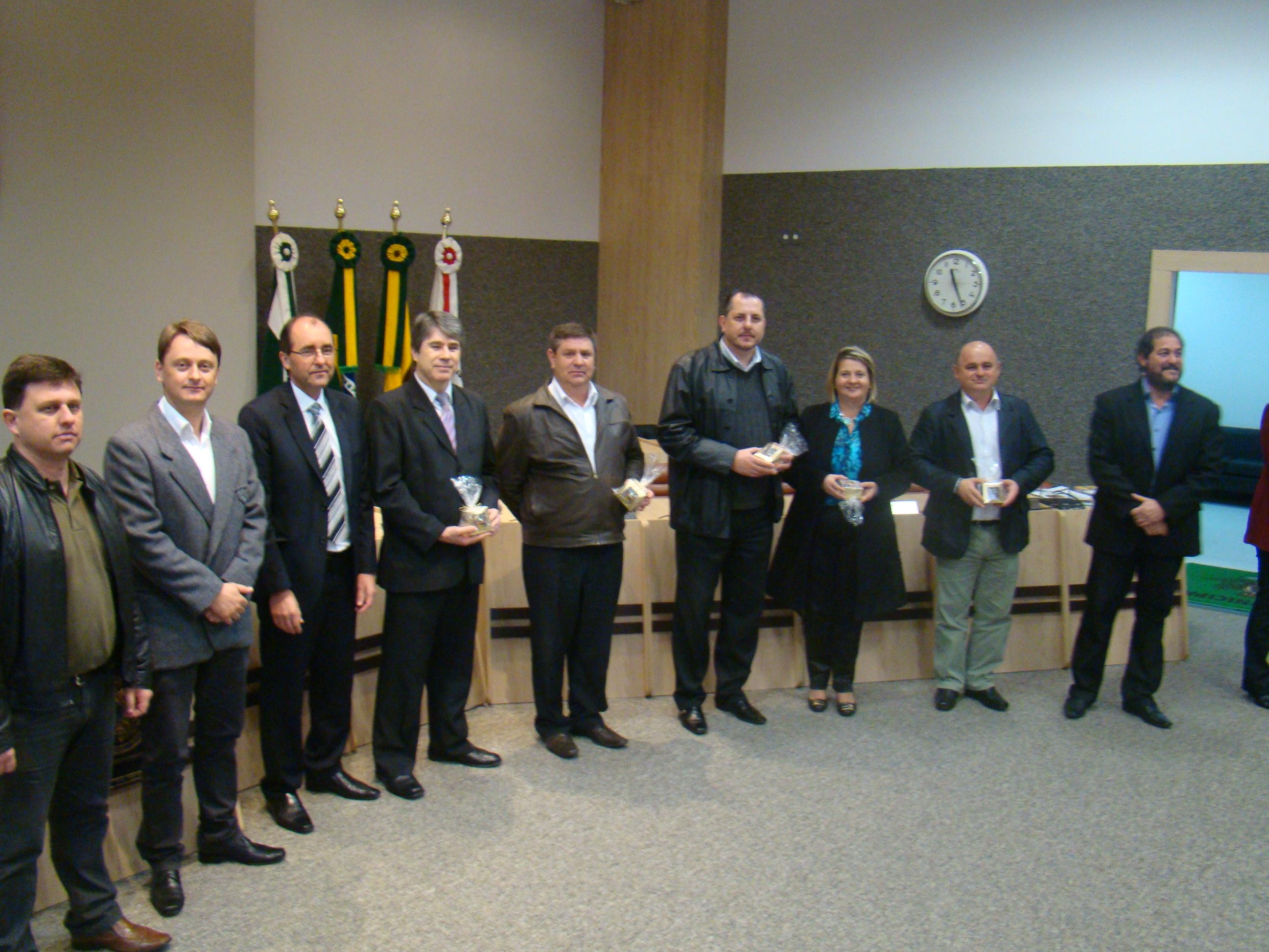 Diretoria do CRC/PR, junto ao Vereador Luciano e Prefeito Gilvan, no ato solene.