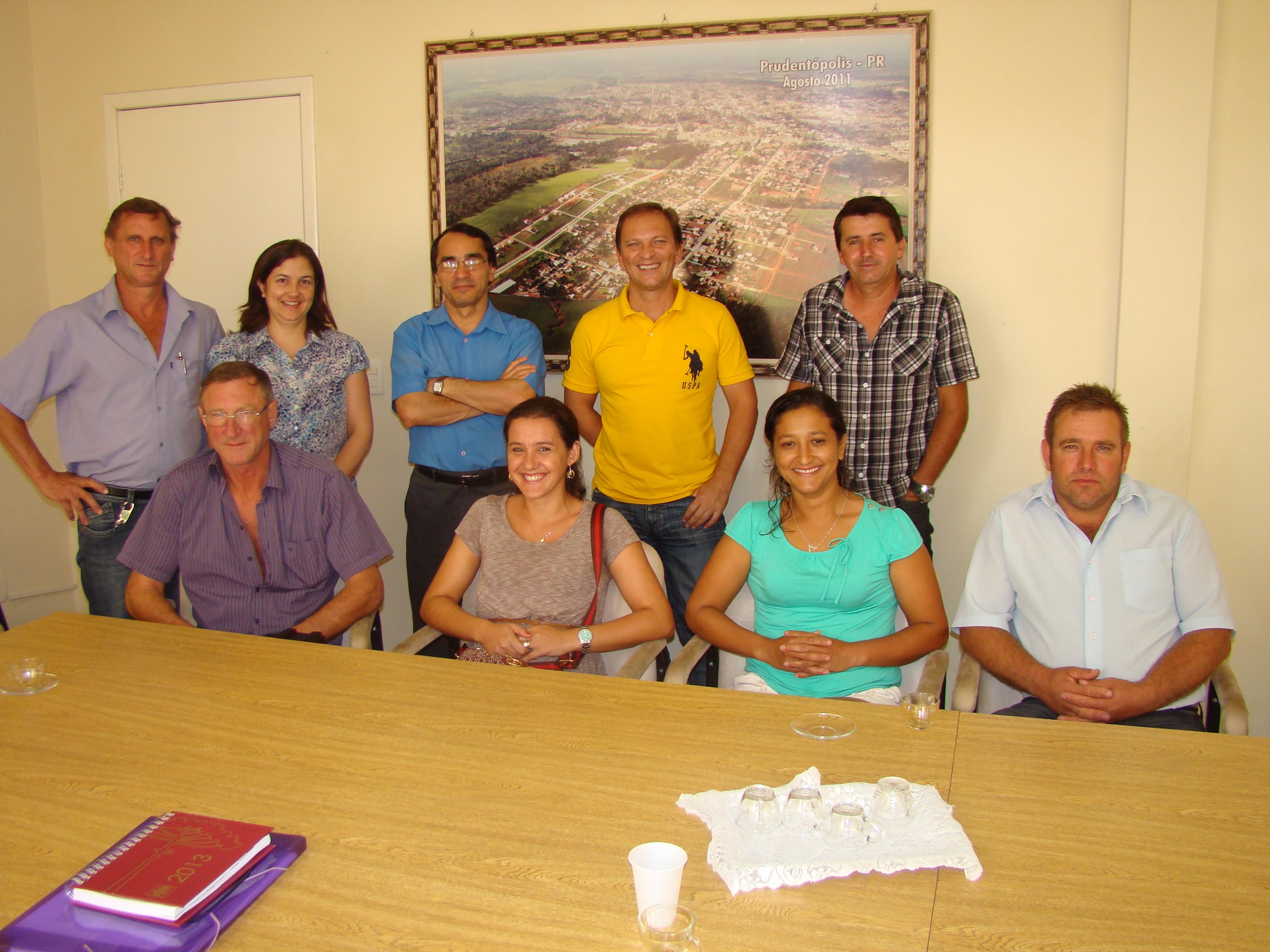 Representantes da comunidade de Bracatinga e dos oleiros, Vereador Yako e Secret�rios Municipais presentes na reuni�o.